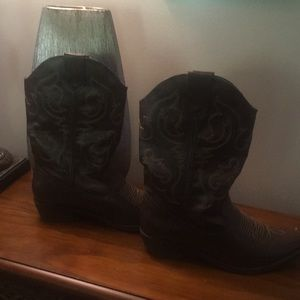 Women's cowgirl boots👢